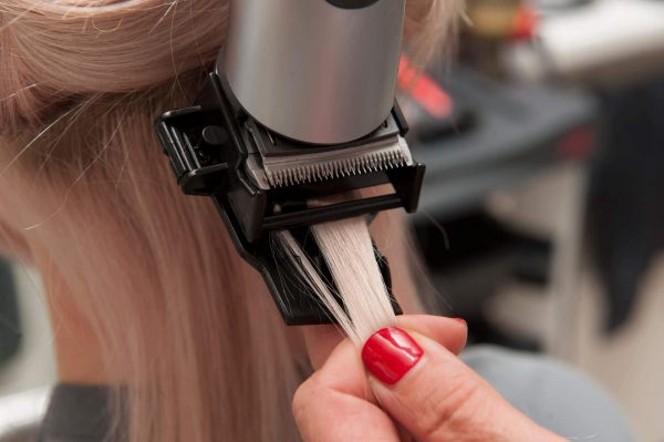 Осуществление полировки волос