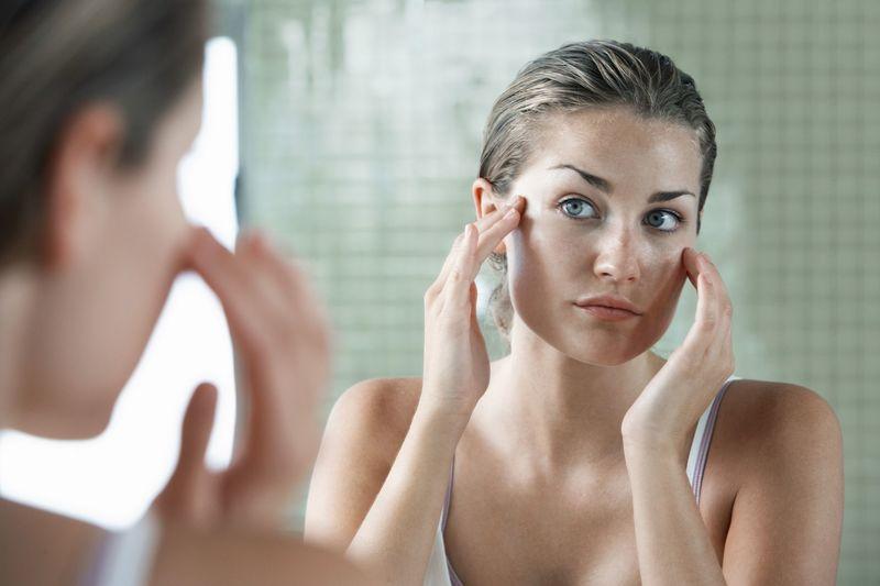Как ухаживать за жирной и комбинированной кожей лица? Обзор средств
